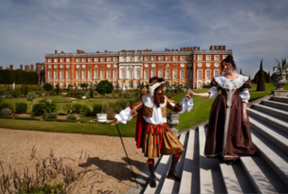 Private Hampton Court Tour, Lunch at Stonehenge & Bath - NEW