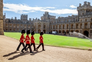 Thumb thumb windsor castle queens guard