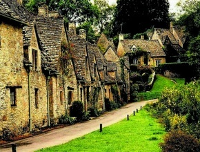 Full Day Cotswolds Private Car tour (includes Pub Lunch & Cream Tea)