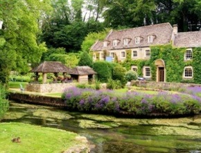 Lunch in the Cotswolds with lunch in the prettiest village in Britain